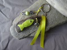Porte clés et/ou bijou de sac en bois flotté jaune soleil : Autres bijoux par c-driftwood-bois-flotte http://www.alittlemarket.com/boutique/c_driftwood-1849323.html