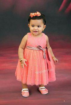 Girls Frock Design, Kids Frocks Design, Baby Frocks Designs, Baby Dress Design, Kids Dress Wear, Kids Gown, Kids Blouse Designs, Baby Girl Dress Patterns, Baby Girl Party Dresses
