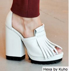 block heel in summer white with a touch of oxford - hexa by kuho
