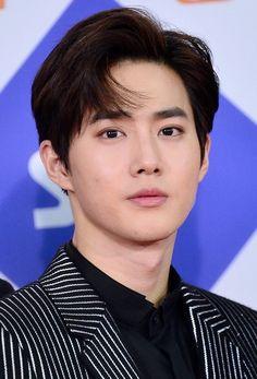 a whole fucking man . Exo Ot12, Suho Exo, Park Chanyeol, Korean Celebrities, Korean Actors, Exo Band, Instagram King, Stockholm Syndrome, Kim Joon