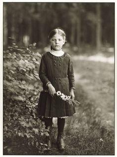 Farm girl.  August Sander. 1910