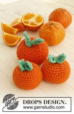 Tangerine dreams - Crochet toy clementine in DROPS Paris. - Free pattern by DROPS Design Crochet Diy, Crochet Food, Crochet Kitchen, Love Crochet, Crochet For Kids, Crochet Crafts, Crochet Dolls, Crochet Flowers, Drops Design