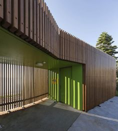 Park Amenities / Fox Johnston Cook Park beachfront area amenity buildings in Sydney by Fox JohnstonCook Park beachfront area amenity buildings in Sydney by Fox Johnston Exterior Wall Cladding, Timber Cladding, External Cladding, Wooden Facade, Toilet Design, Facade Design, Interior Design Studio, Architecture Details, Screens