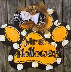 Paw Print Door Hanger Teacher Door Signs, Tiger Paw, Clover Flower, Leaf Template, Wooden Door Hangers, Wood Cutouts, Diy Kits, Paper Flowers, Diy Crafts