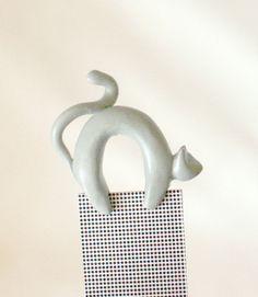 Bookmark grey cat handmade from polymer clay animal bookmark. €10,00, via Etsy.