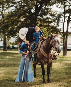 3 keys to perfect happieness: a good horse, a good man and plenty of denim. From there it really just all falls into place 💙💙💙 . Photo by Cowboy Family Pictures, Western Family Photos, Country Couple Pictures, Cute Country Couples, Pictures With Horses, Cute N Country, Cute Couples Goals, Country Girls, Baby Cowgirl Pictures