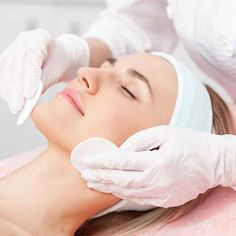 Springtime is a great time to rejuvenate your skin. Try an exfoliation treatment, as the cold, dry winter air can cause dry, flaky skin. Spa Facial, Facial Skin Care, Chemical Peel At Home, Makeup Remover Pads, Facial Cleansing Brush, Photo Instagram, Acne Scars, Skin Treatments, Beauty Skin