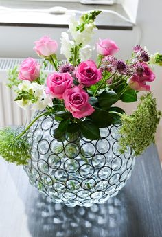 Lady-Gray-Dreams - what a lovely flower arrangement in a small Crystal vase. All Flowers, Amazing Flowers, My Flower, Fresh Flowers, Spring Flowers, Flower Pots, Beautiful Flowers, Beautiful Pictures, Arte Floral