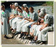 Old order Mennonite girls