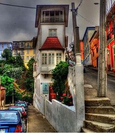 Corner house in Valparaiso, Chile. Beautiful World, Beautiful Places, Places To Travel, Places To Visit, Chili, Easter Island, Galapagos Islands, South America Travel, To Infinity And Beyond