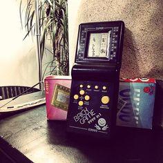Only one word: Childhood  Sólo una palabra: Infancia   #vidadeungamer #gameon #retro #brick #retrocollective #9999in1 #portátil #portable #childhood #niñez #infancia #memories #recuerdos #oldschool #oldschoolgaming #gamer #gaminglife #plant #box #tetris #cargames #videogames #videojuegos #8bits #pixels #snake #spaceship #vintage #instagamer