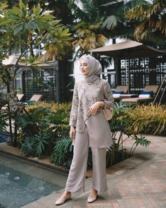 Kebaya Modern Hijab, Model Kebaya Modern, Modern Hijab Fashion, Batik Fashion, Muslim Fashion, Dress Muslim Modern, Casual Hijab Outfit, Stylish Dress Designs, Blouse Models