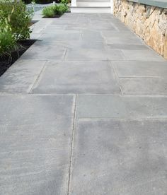 The large backyard landscaping ideas can get costly quickly if you're not careful. Outdoor Pavers, Paver Walkway, Front Walkway, Outdoor Stone, Outdoor Flooring, Patio Stone, Walkways, Stone Patio Designs, Pavers Patio