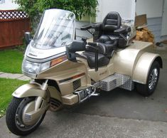 Motorcycle trike picture of a 1991 Honda Gold Wing Custom Trike