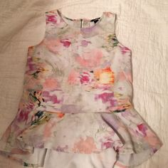 H&M peplum floral top Size h&m 6, fits a small. Adorable for spring! Make me an offer! H&M Tops Tank Tops