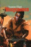 Meegenomen – Yvonne Vlugt  De meeste jeugdboeken over het thema oorlog en kindsoldaat zijn gescheven voor lezers vanaf zo'n 15 jaar. Dit boek een een uitzondering en is voor een iets jongere doelgroep ook al goed leesbaar.