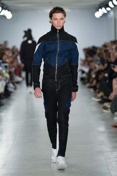 Christopher Shannon Spring 2017 Menswear Fashion Show 2015 Fashion Trends, Fashion 2017, Fashion Show, Fashion Outfits, Christopher Shannon, Vogue Paris, Blazers, Mens Activewear, Sport Wear