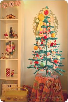 vintage tinsel tree... @Bebe Trimble... you need this in your dining room for Christmas! SOO CUTE!!