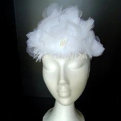 Buenas noches os presentamos un nuevo modelo.. Se acercan las bodas y en GUINDA os mostramos este tocado para novias que se puede encargar con otros colores para las novias mas atrevidas!