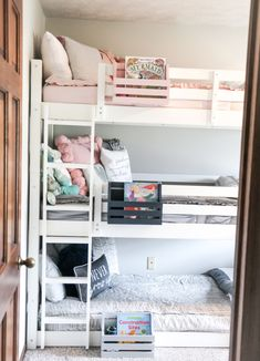 The perfect gender neutral big kid room reveal for 3 siblings with a triple bunk, featuring Beddy's bed system and wooden name signs! Bunk Beds For Girls Room, Bunk Bed Rooms, Kid Beds, Kids Bedroom, Bunk Bed Curtains, Toddler Bunk Beds, Triple Bed, Triple Room, Girl Bedroom Designs