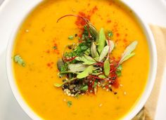 Roasted Butternut Squash Soup Recipe - Vegan Family Recipes- I just made this and my husband loved it. I added a lil cinnamon to the recipe. Healthy Soup Recipes, Vegan Recipes, Vegan Food, Chili Recipes, Kidney Bean Soup, Thermomix Soup, Family Meals, Family Recipes, Roasted Butternut Squash Soup