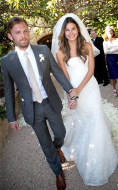 Vera Wang wedding gown (Lily Aldridge looks gorgeous in this simple, lacy confection). Wedding Men, Wedding Suits, Wedding Attire, Wedding Styles, Wedding Photos, Lily Wedding, Vogue Wedding, Wedding Black, Casual Wedding