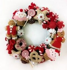 Christmas is one of the most important dates of the year and that is why we pay so much attention to the decoration of the house at that time. Rose Gold Christmas Decorations, Felt Christmas Ornaments, Christmas Gingerbread, Xmas Decorations, Christmas Themes, Homemade Christmas, Simple Christmas, Christmas Diy, Christmas Wreaths