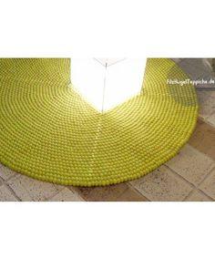 Das organische Muster dieses Teppichs verleiht ihm einen natürlichen Touch. Wenn Sie einen etwas faden oder leblosen Raum haben, haucht ihm dieser Teppich neues Leben ein. http://www.sukhi.de/rund-shristi-filzkugelteppiche.html