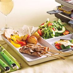 Nusret Hotels – Just another WordPress site Fondue Raclette, Raclette Recipes, Raclette Party, Beef Recipes, Healthy Eating Tips, Healthy Nutrition, Fruits And Vegetables, Veggies, Cheese Potatoes