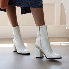 The Biggest Shoe Discounts of Black Friday and Cyber Monday - Mode für Frauen Shoes Too Big, Cute Shoes, Trendy Shoes, Heeled Boots, Ankle Boots, Women's Boots, Mode Ootd, White Boots, Cyber Monday