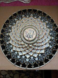 Esmaül hüsna rölyef.bu da cok güzel oldu Allah Wallpaper, Calligraphy Art, Quilling, Paper Art, Decoupage, Diy And Crafts, Decorative Plates, Woodworking, Wall Decor