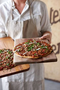 Turkish pizza with spicy mince (lahmacun)