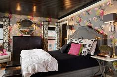 Black,+grey+and+pink+bedroom+with+floral+wallpaper