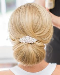 Chignon hair, bridal hair updo, wedding low buns, wedding hair up Sleek Wedding Updo, Low Bun Wedding Hair, Bridal Hair Updo, Wedding Hairstyles For Long Hair, Chignon Updo Wedding, Trendy Wedding, Updo Veil, Sleek Hairstyles, Bride Hairstyles