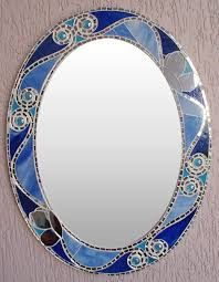 Oval mirror with blue glass edge and mirror Mosaic Flower Pots, Mosaic Pots, Mirror Mosaic, Mosaic Glass, Stained Glass Frames, Making Stained Glass, Mirrored Picture Frames, Decorated Wine Glasses, Mirror Painting