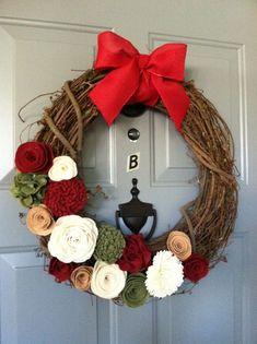 felt christmas flower | Felt Flower Christmas Wreath. | Christmas Decor