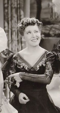 Gracie ALLEN (1895-1964) * AFI Top Actress nominee > Active 1924–58 >… Old Hollywood Glamour, Vintage Hollywood, Classic Hollywood, Classic Burns, Classic Tv, Female Actresses, Actors & Actresses, Female Celebrities, Celebs