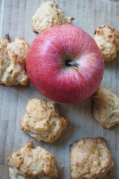 Apple clouds are a pleasure. Sugar free and scary lec-Apfelwölkchen sind ein Genuss. Apple porridge from breifreibaby - Baby Snacks, Toddler Snacks, Detox Recipes, Healthy Recipes, Baby Finger Foods, Homemade Baby Foods, Healthy Smoothies, Baby Feeding, Baby Food Recipes