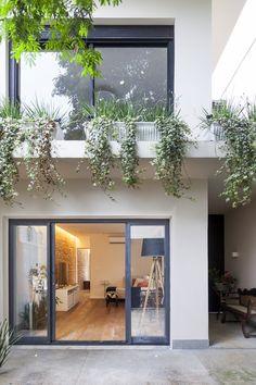 14 Awesome Contemporary Home Exterior Design Ideas - decorology Minimalist House Design, Minimalist Home, Modern House Design, Exterior Design, Interior And Exterior, Narrow House, Art En Ligne, Facade House, Little Houses