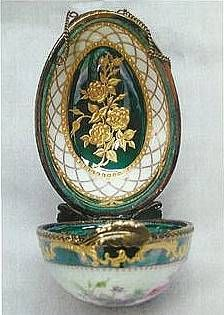 Porcelain Artists of the Great Northwest (PAGN) - School Sessions -2007 - Paula Collins - Raised paste, gold, luster, china painting on a Limoges Egg