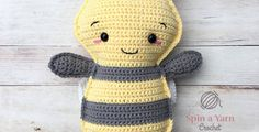 Bumble Bee Free Crochet Pattern • Spin a Yarn Crochet, stuffed toy, #haken, gratis patroon (Engels), bij, insect, lappenpop, knuffel, speelgoed, #haakpatroon