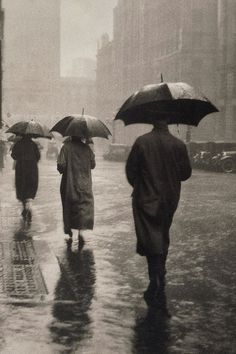 Charles E Wakeford - April showers, circa 1935 Rain will always come, just use your umbrella and keep you eyes to the horizon for a brighter day Cozy Rainy Day, Rainy Night, Rainy Days, Walking In The Rain, Singing In The Rain, Street Photography, Art Photography, Artistic Photography, Fotografie Portraits