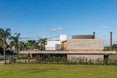 Rio Grande Do Sul, Arch Architecture, Amazing Architecture, Deck Design, House Design, Glass Facades, Main Entrance, Home Projects, Brazil