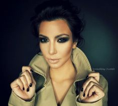 ultra black smoky eye + nude lip + black nails <3 Evening look. Cute collar to that coat too!