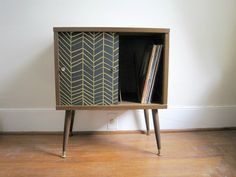 Searching for a vintage cabinet like this for my vinyls & player. Hard to come by one close
