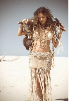 ╰☆╮Boho chic bohemian boho style hippy hippie chic bohème vibe gypsy fashion indie folk the . Boho Gypsy, Boho Hippie, Hippie Style, Hippie Vintage, Look Hippie Chic, Hippie Masa, Style Boho, Gypsy Style, Gypsy Hair