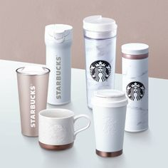 Starbucks released marble tumblers and coffe mugs, and people went crazy Starbucks Cup, Starbucks Tumbler, Starbucks Tassen, Copo Starbucks, Bebidas Do Starbucks, Starbucks Water Bottle, Disney Coffee Mugs, Disney Mugs, Cute Coffee Mugs
