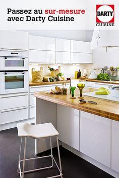 Concevez votre cuisine avec un expert ! Kitchen Decor, Kitchen Design, Kitchen Remodel, Architecture Design, Comme, Sweet Home, New Homes, Kitchen Cabinets, House Design