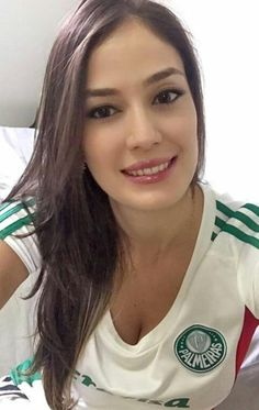 22 Of The Hottest Ever Female Football Fans From Around The World Hot Football Fans, Football Girls, Hockey Girls, Soccer Fans, Stunning Eyes, Beautiful Gorgeous, Beautiful Asian Girls, Gorgeous Women, Sporty Girls