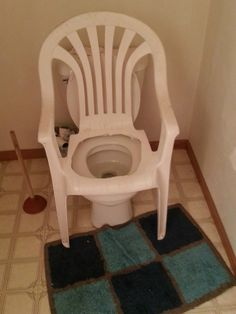 If you are looking for Ridiculous DIY Fails than these DIY Redneck Hacks are the awesome examples of it. These Redneck Repairs are fails yet wins that will make you feel like a complete genius. Trailer Trash Party, Toilet Chair, White Trash Party, Redneck Party, Redneck Costume, Redneck Gifts, Interior Design Living Room, Design Bedroom, Inventions